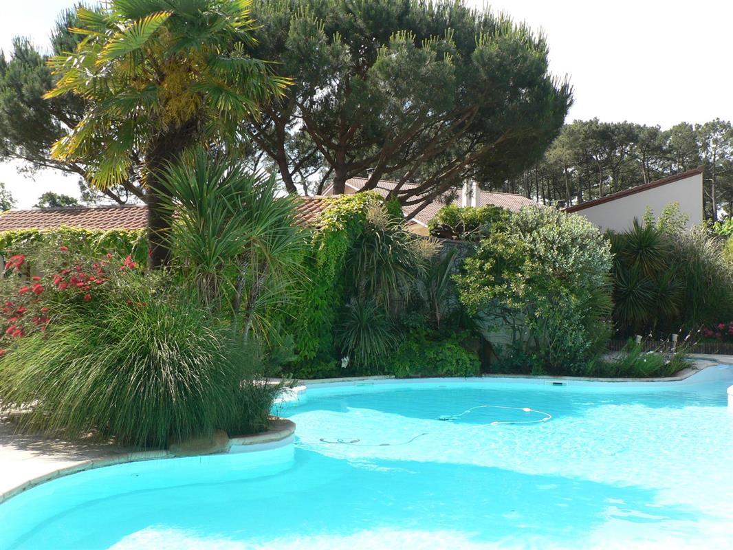 H tel avec jardin et piscine dans les landes en aquitaine for Piscine mimizan
